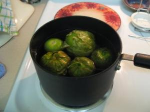 Boiling the tomatillos